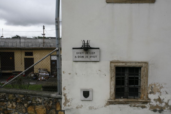 "Sign on a house: ""Svet je lep a dom je svet"" (The world is beautiful, and the house is a world.)"